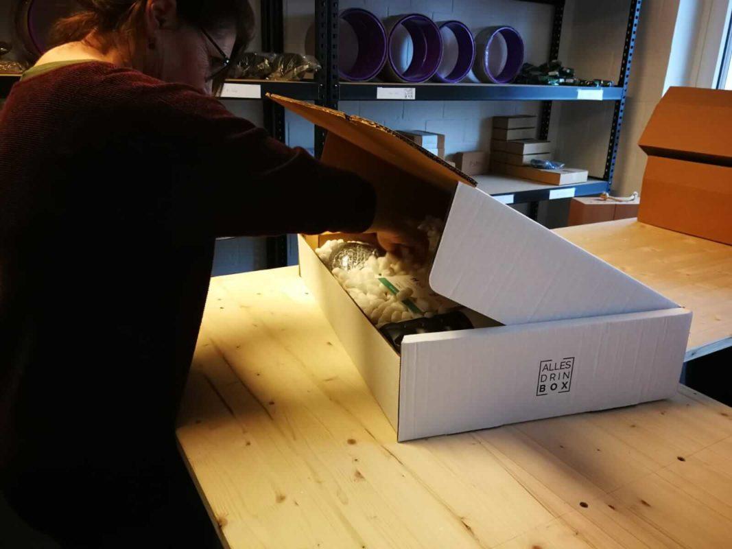 Allesdrinbox wird verpackt im Lager in Hochdorf
