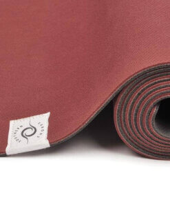 Yoga Matte Southern aufgerollt nah rot