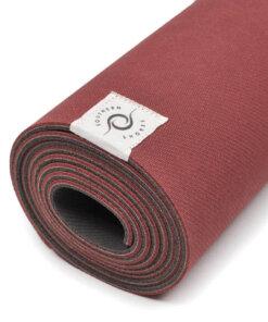 Yoga Matte Southern komplett aufgerollt nah rot